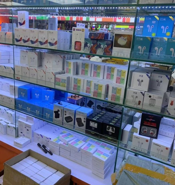 Your Product Sourcing Dept. in China | The7 Sourcing Knockoff-Airpods-Store-in-Huaqiangbei-1 Sourcing Knockoff Airpods in Shenzhen Huaqiangbei - Ultimate Guide